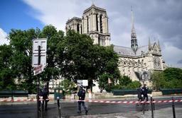 La police tire sur un homme qui avait blessé un agent sur le parvis de Notre-Dame
