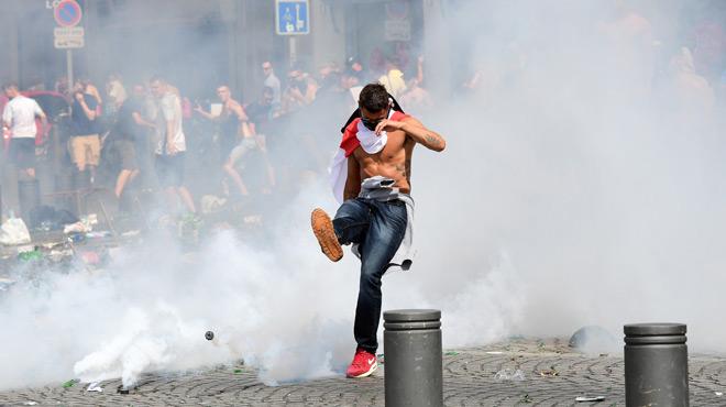 Les hooligans russes sous haute surveillance avant la Coupe du monde 2018: