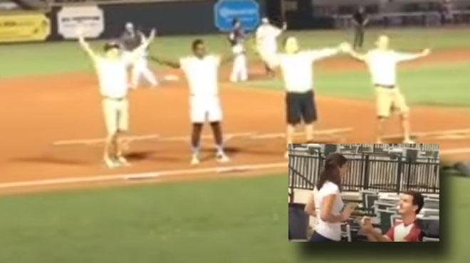 FAIL: sûr de son coup, il fait une demande en mariage grandiose en plein match de baseball... sa copine ne va pas lui dire oui (vidéo)