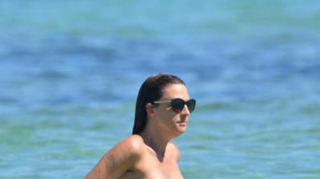 SEXY: Eve Angeli en pleine séance de naturisme à Saint-Tropez (photos)
