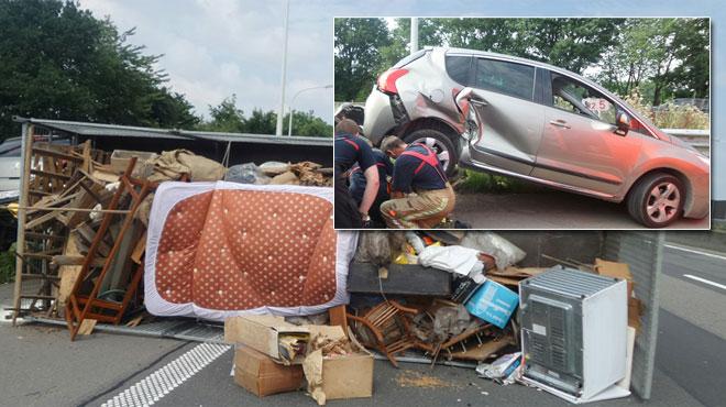 accident sur la e42 une voiture tractant une longue. Black Bedroom Furniture Sets. Home Design Ideas