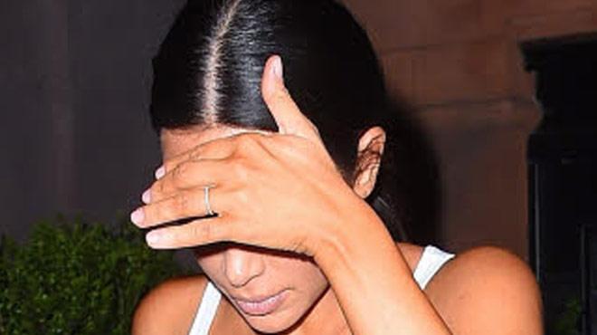 Oops, le haut de Kim Kardashian ne cache RIEN! Ses gardes du corps doivent intervenir (photos)