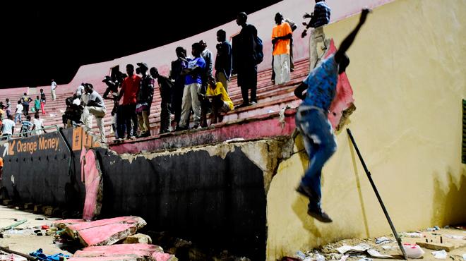 Un match de football tourne au drame à Dakar: huit morts dans un mouvement de foule à la suite d'échauffourées