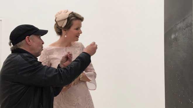La reine Mathilde est à Venise pour visiter la Biennale (photos)