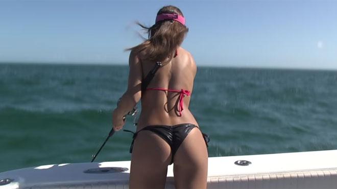 Luiza, la pêcheuse en bikini, rend la discipline ultra HOT (vidéo)