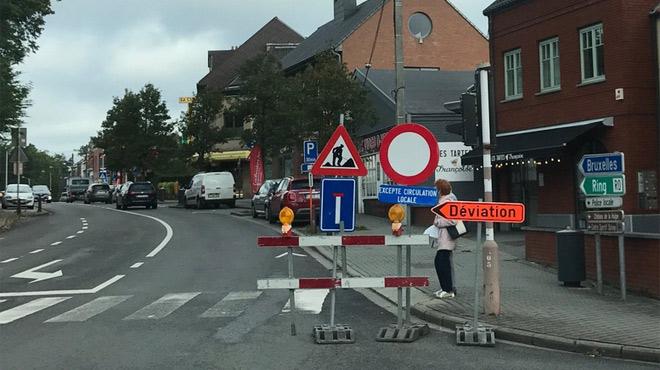 CRISPATION en Wallonie: la Région flamande bloque la chaussée de La Hulpe sans prévenir pour des travaux