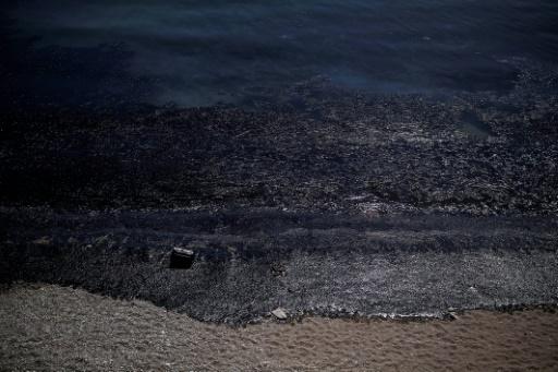 Grèce: pollution à Salamine par le naufrage d'un pétrolier