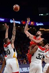 Euro de basket: l'Espagne, un temps bousculée par l'Allemagne, s'impose et file dans le dernier carré