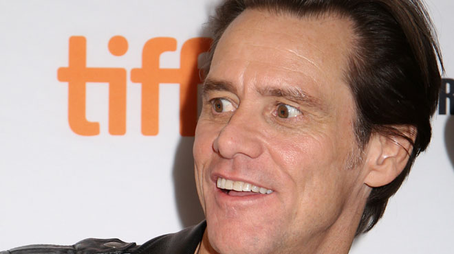 Jim Carrey donne une interview FLIPPANTE à la Fashion Week de New York (vidéo)