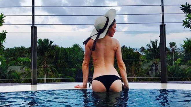 Amber Heard, topless, exhibe son fessier sur Instagram (photos)