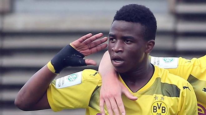 A 12 ans, le nouveau prodige du football marque un doublé avec la sélection allemande des moins de... 16 ans (vidéos)