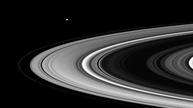 La sonde Cassini s'apprête à effectuer un ultime plongeon vers Saturne (photos)