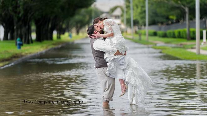 Ces victimes de l'ouragan Harvey ont célébré leur mariage, malgré tout (photo)