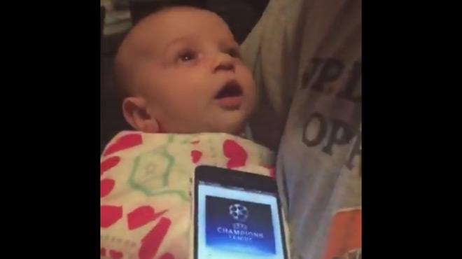 Un bébé pleure, son père n'arrive pas à le calmer quand soudain lui vient une super idée... (vidéo)