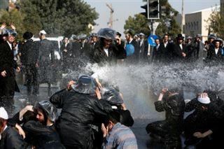 Israël- les juifs ultra-orthodoxes protestent contre le service militaire obligatoire