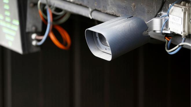 Radars et caméras de surveillance: un projet de Jan Jambon fait craindre une