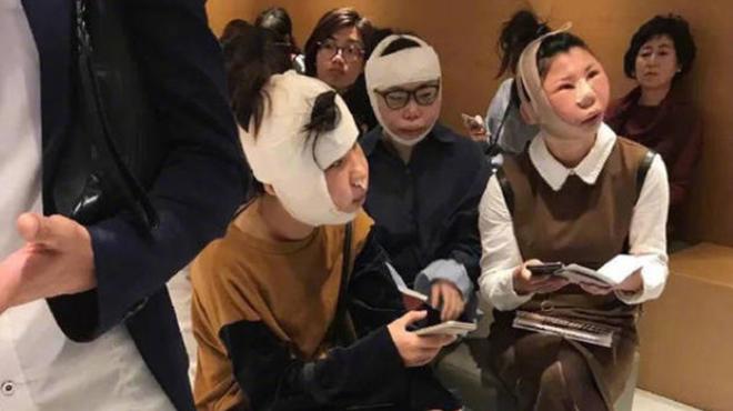 3 amies bloquées à l'aéroport parce qu'elles ne ressemblent plus à la photo sur leur passeport
