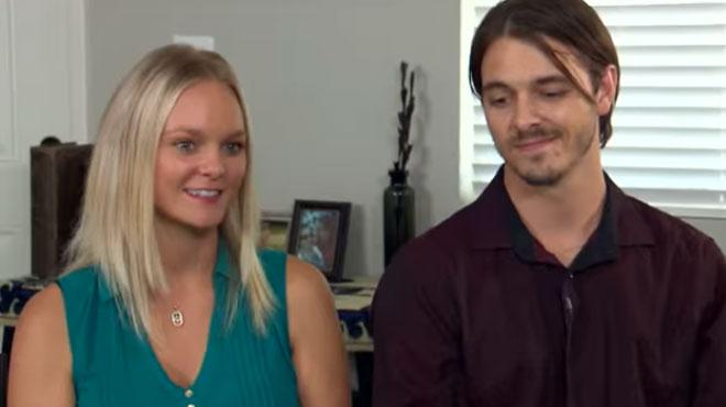 Christina, adoptée à la naissance, retrouve son frère biologique après 30 ans de séparation: ce qu'il lui annonce est INCROYABLE