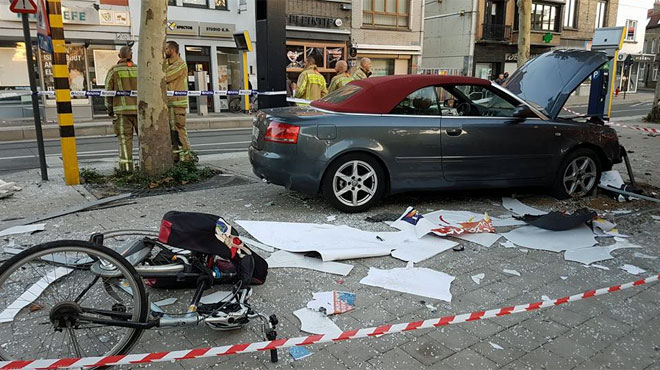 Un chauffard fonce sur un marché bondé à Gand: les images sont impressionnantes, le drame a été évité de justesse