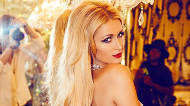 Paris Hilton prend la pose topless avec Marilyn Monroe (photo)