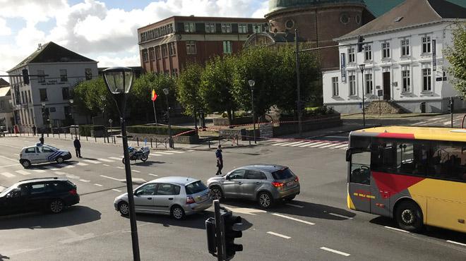 Colis suspect à Waterloo: le centre de la ville bloqué par la police sur le temps de midi