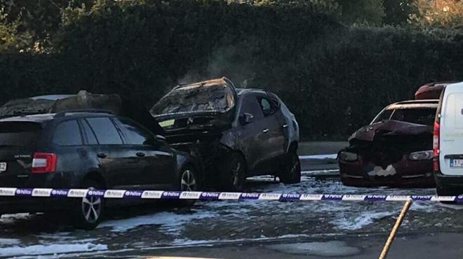 Cinq véhicules partis en fumée cette nuit à Genappe