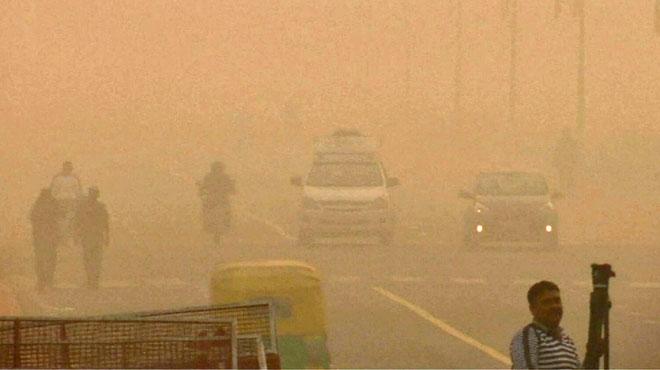 New Delhi continue d'étouffer dans un épais nuage toxique: c'est une