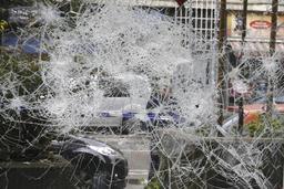 Seize commerces vandalisés et deux véhicules incendiés dans les émeutes à Bruxelles