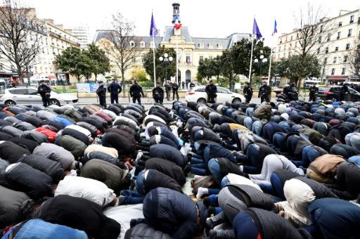 Culte musulman à Clichy : de l'apaisement jeudi à la surenchère vendredi