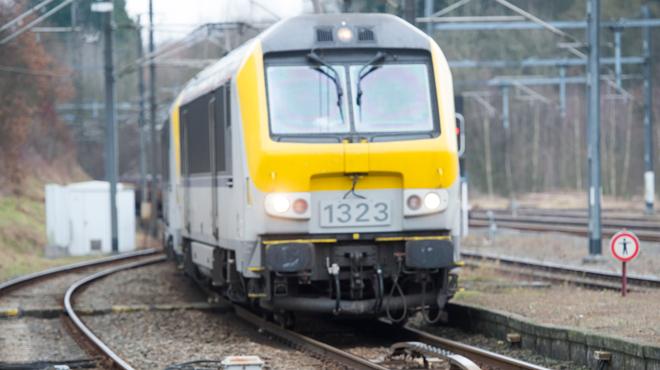 Le trafic ferroviaire reprend sur une voie entre Namur et Liège: un travailleur d'Infrabel heurté par un train