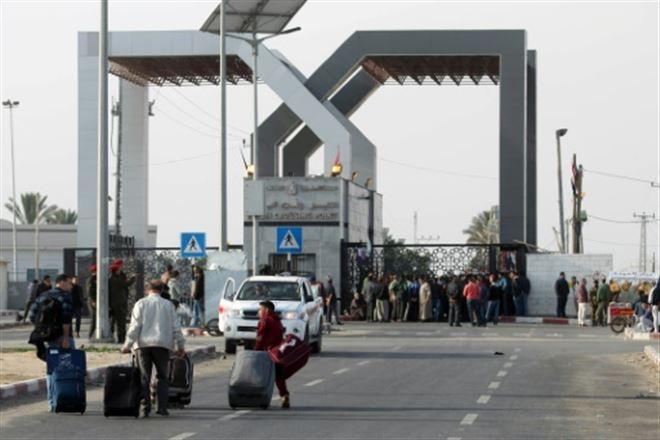 L'Egypte ouvre la frontière avec Gaza, des centaines de Palestiniens sur le départ