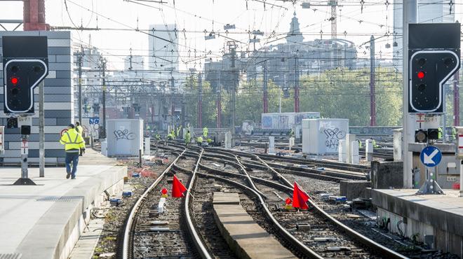 Le trafic ferroviaire paralysé à Bruxelles ce matin: un train en panne totale, puis un pickpocket...