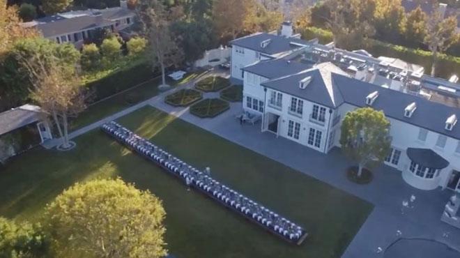 Quand P. Diddy célèbre Thanksgiving, il le fait à fond: voici les images de sa fête démesurée (vidéo)