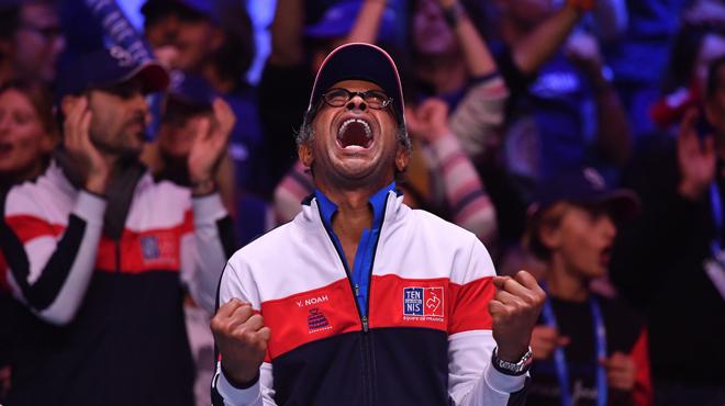 Les Bleus fous de joie après la victoire en double — Coupe Davis