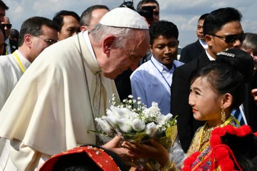 Visite délicate en Birmanie