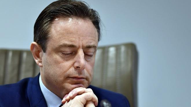 Bart De Wever à l'anniversaire d'un promoteur immobilier: l'affaire secoue la Flandre