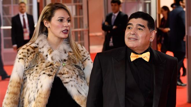 Diego Maradona: son look BIZARRE au tirage au sort de la Coupe du monde 2018