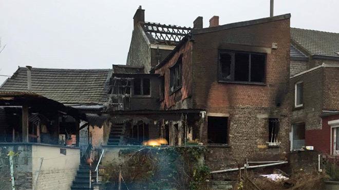 Une maison détruite par les flammes à Monceau-sur-Sambre; l'habitante, incapable de quitter les lieux, est morte par asphyxie