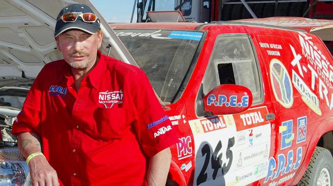 Johnny Hallyday était aussi fan de sport auto: en 2002, il avait participé au rallye Paris-Dakar (photos)