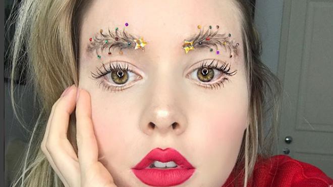 Les sourcils sapin vont-ils devenir une nouvelle tendance pour Noël?