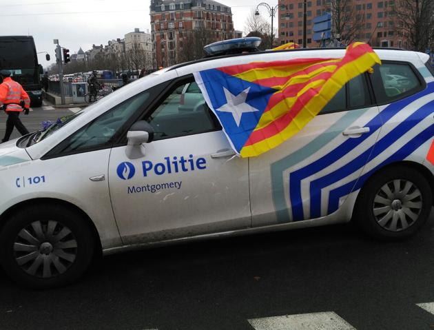 drapeaux catalans sur les voitures de la police bruxelloise  une d u00e9put u00e9e espagnole qualifie jan