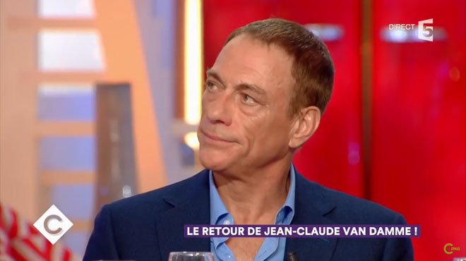 Jean-Claude Van Damme comme vous ne l'avez jamais vu ému aux larmes face à un message de sa famille