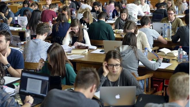 Pour leur blocus, les étudiants peuvent réviser dans des locaux de l'UCL à des horaires élargis
