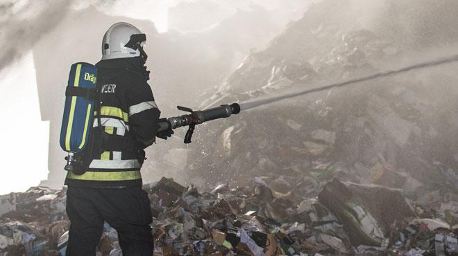Un hangar ravagé par les flammes à Vaux-sur-Sûre: le matériel forain qu'il abritait complètement détruit