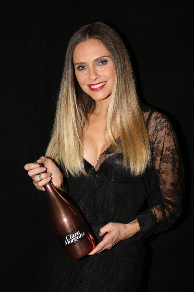 l 39 ancienne actrice porno clara morgane commercialise son champagne et f che un comte mes. Black Bedroom Furniture Sets. Home Design Ideas