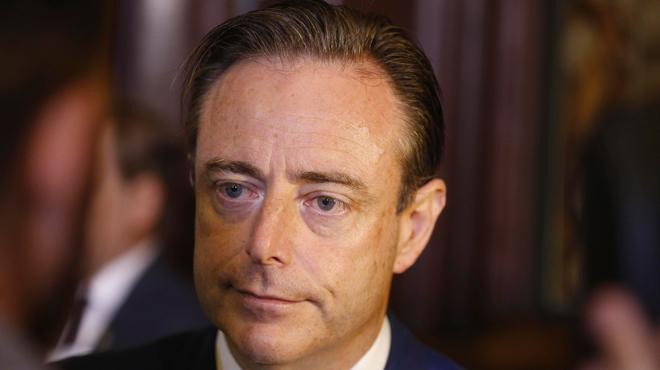Face aux appels à la démission de Theo Francken, Bart De Wever réagit avec ironie