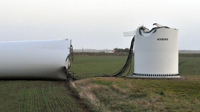 La tempête Carmen a balayé la France et provoqué la chute... d'une éolienne (photos)