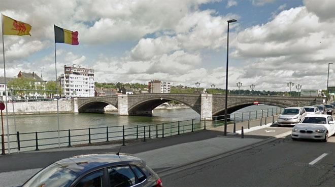 Une péniche percute le pont Baudouin à Huy: plus aucune voiture ne peut passer