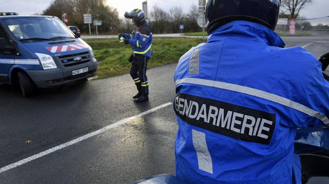 Seine-et-Marne : ivre, il se gare chez les gendarmes pour uriner
