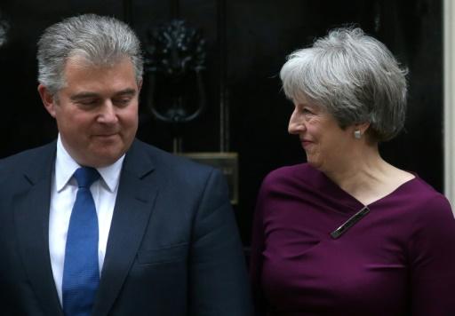 Theresa May va légèrement remanier son gouvernement